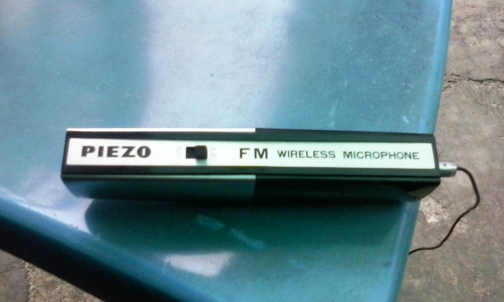 Piezo Wx-172 Fm Wireless Microphone