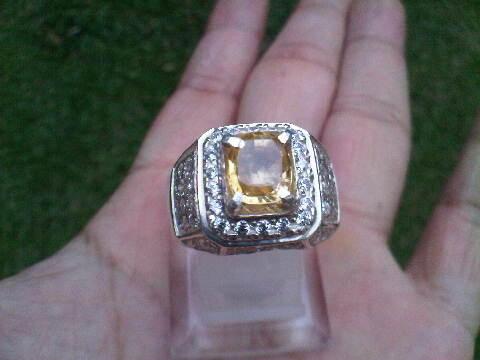 Yellow Sapphire Ceylon Brillian Luster