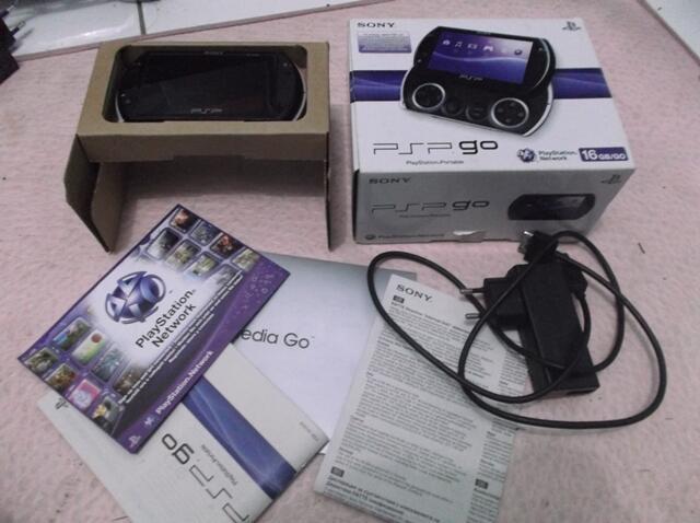 PSP Go 16 GB Fullset Fullgames Warna Hitam