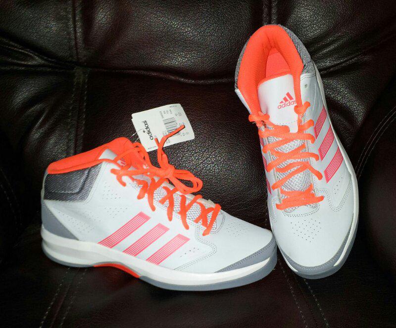 Terjual Basket Adidas Isolation Sepatu Pro Size 44