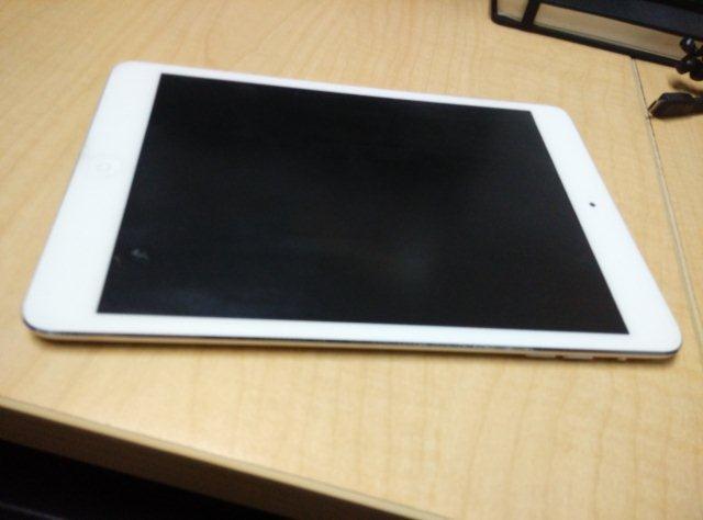 ipad mini 16GB wifi only (white)