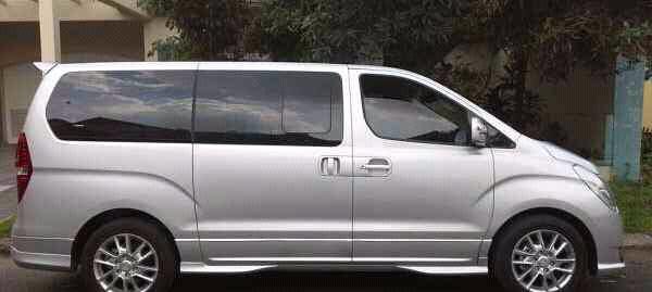 hyundai H1 mobil mewah keluarga diskon besaaar!!