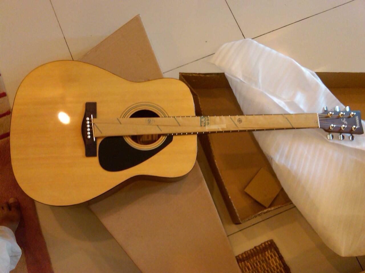Terjual Gitar Akustik Yamaha F310 Original