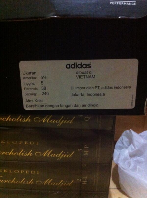 Jual sepatu bola adidas 11pro(11 questra) size 38 siapa cepat dia dapat