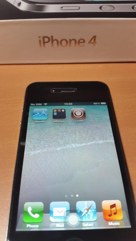 Terjual iPhone 4 32GB Black Ex Garansi Resmi Indonesia 98c26d3ea2