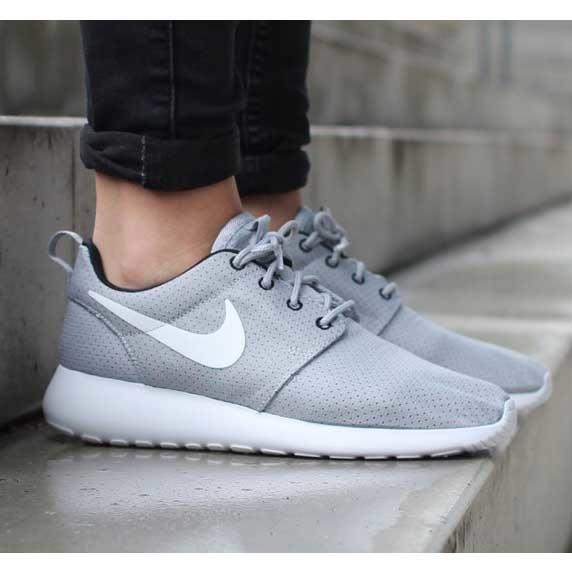 Sepatu Casual Nike Rosherun Black/White & Wolf Grey. 100% Original, Siap COD / Rekber