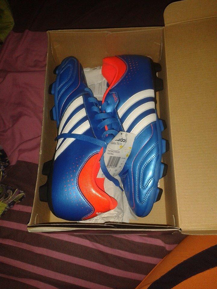 Sepatu Bola Adidas Questra ,Harga Gabikin Kantong Pusing.....