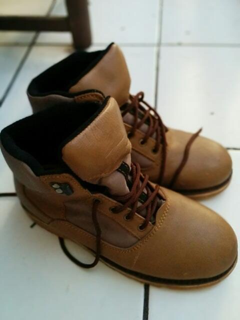 Sepatu Gunung Trekking Asli