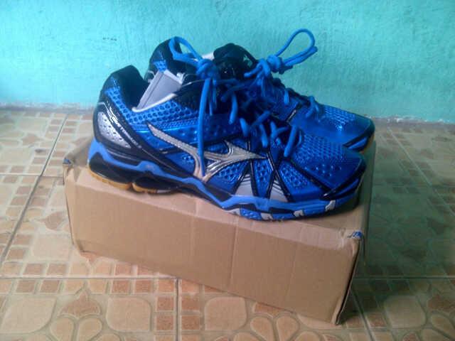 Sepatu Mizuno Wave Tornado 9 Original (Khusus untuk Volly Ball dan  Badminton) 8d047f98fc