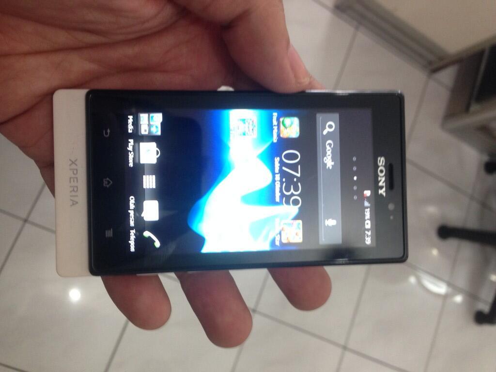 Sony Xperia sola white mulus fullset istimewa Jogja Yogyakarta murah MaCell Gejayan
