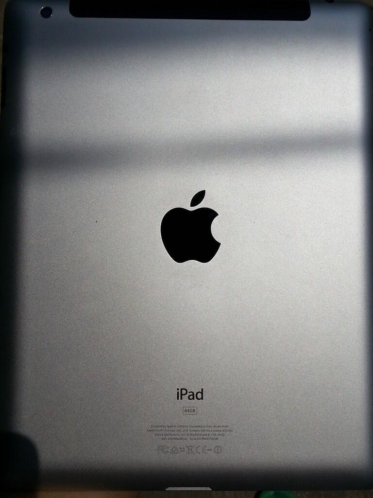 iPad 3 64GB 3G / 4G Cellular ( GSM ) + Wifi White Putih. Lengkap + Murah, lmyan Mulus