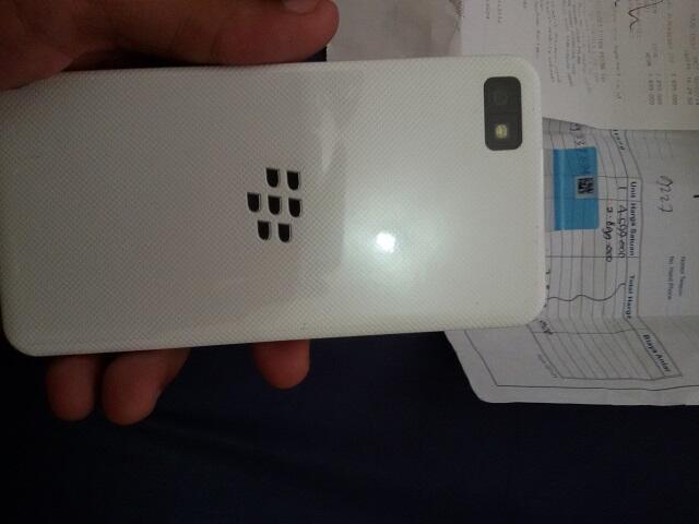 WTS Blackberry Z10 White Garansi CTN Masi 1thn lebih !