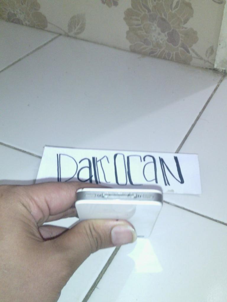 2 Unit Iphone 4G 16GB Black & White Batangan