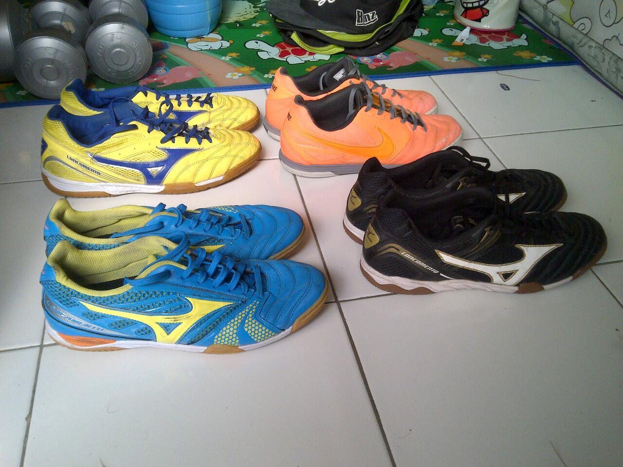 Jual Sepatu futsal Mizuno dan Nike Lunar Gato koleksi pribadi