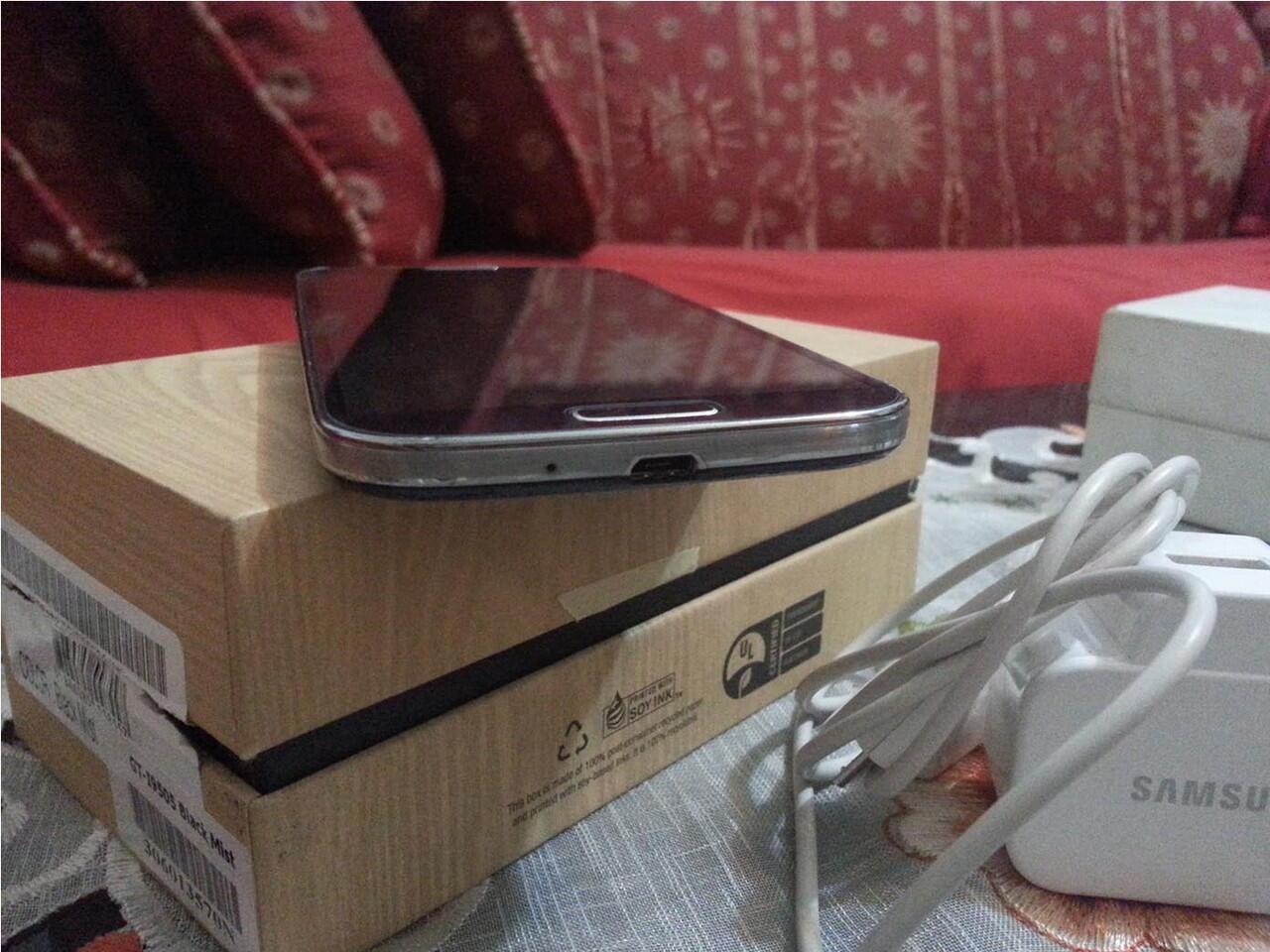Galaxy S4 GT-i9505 Murmer ! fullset minus Headset ! Siapa Cepat Dia Dapat ! SURABAYA