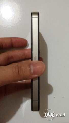 Iphone 4S 16Gb Black Fu Garansi Resmi Ses/Tam/Erajaya