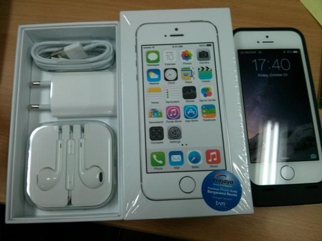Jual Iphone 5s 16GB white second + lenmar battery pack casing