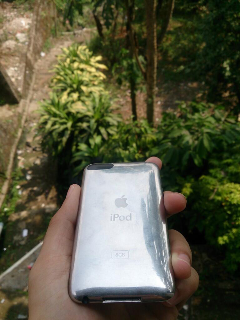 [Jual/Wts] iPod Touch 2G memori 8GB batangan murah mulus COD IPB DRAMAGA BOGOR