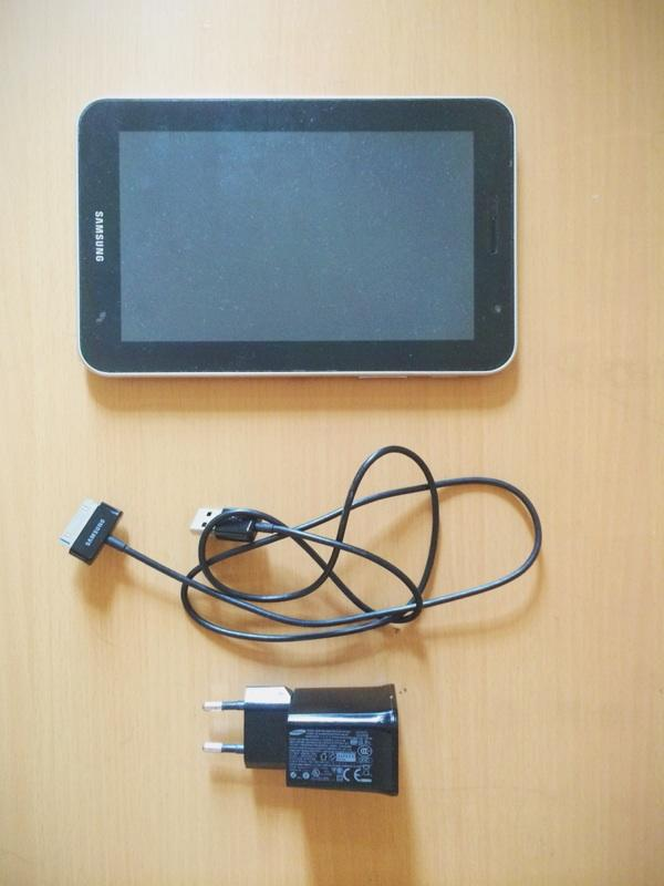 Samsung galaxy 7 Plus (GT-P6200) device+charger+kabel