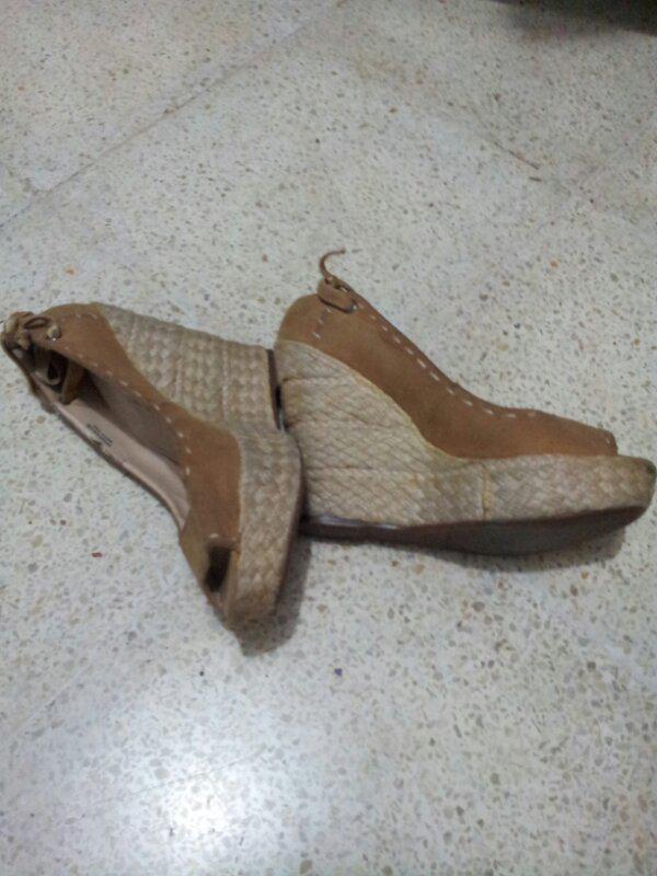 sepatu wedges charles&keith size 38 2nd