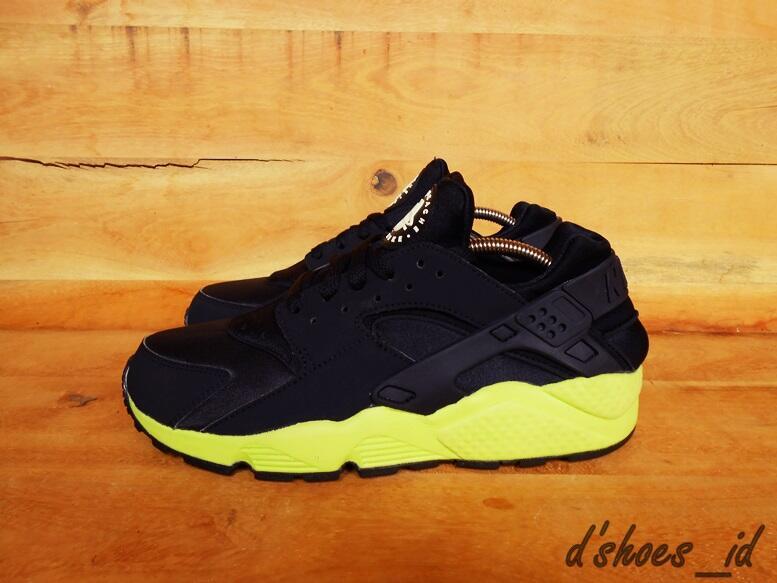 Terjual Nike Air Huarache Black Volt