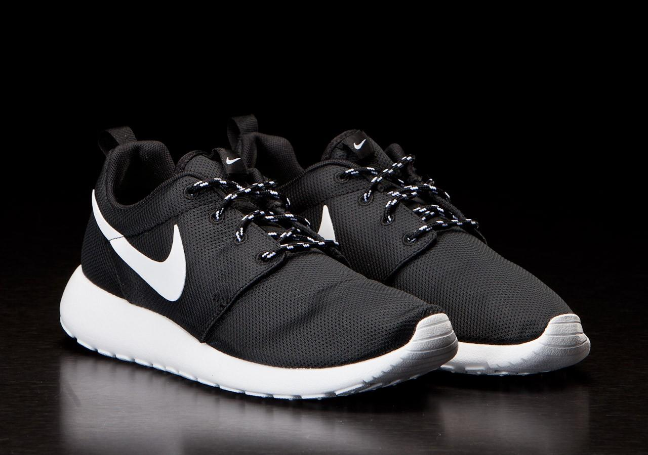 WTB Nike Roshe Run Black White Size 40 BNIB