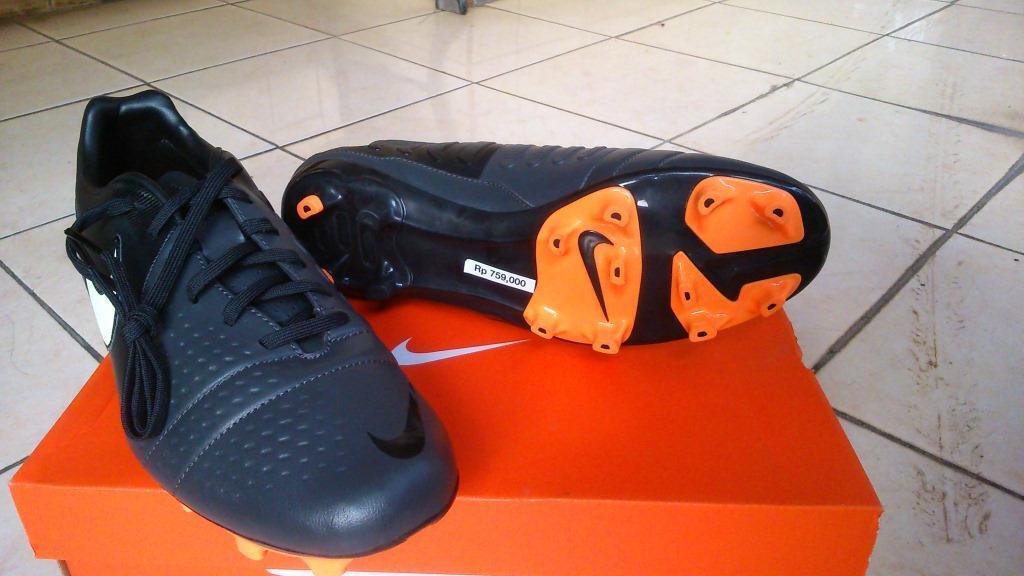 Sepatu Sepakbola Nike CTR360 Libretto III FG