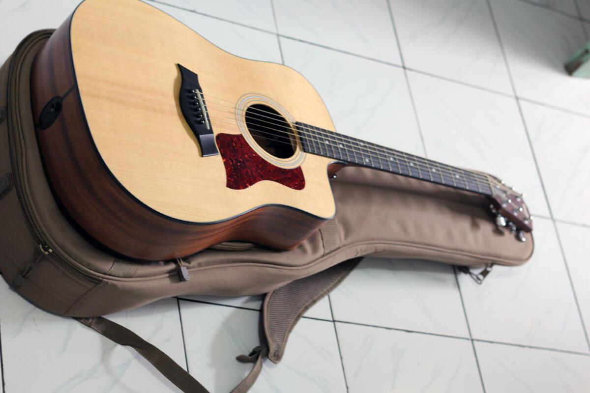 Terjual Gitar Akustik Elektrik Taylor 110CE 110 CE
