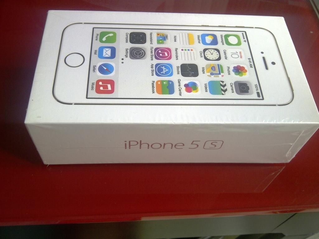 BNIB IPHONE 5S GOLD 16GB ORIGINAL BANDUNG