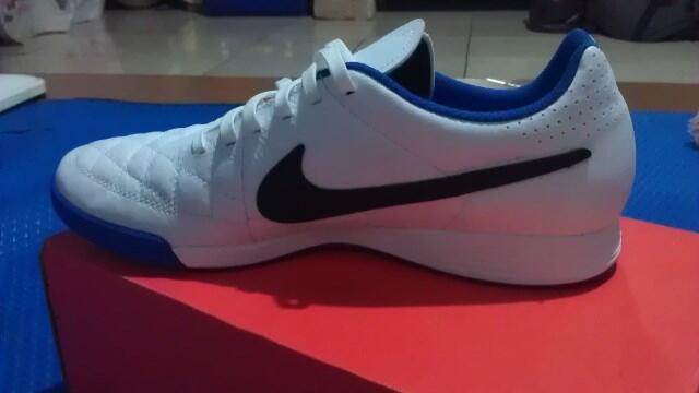 Dijual – NIKE Futsal Tiempo Genio Leather TF - ASLI No. EUR 42
