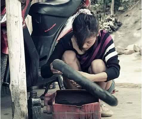 [regional malang masuk]Kali Ini, Tukang Tambal Ban Cantik Jadi Viral Netizen