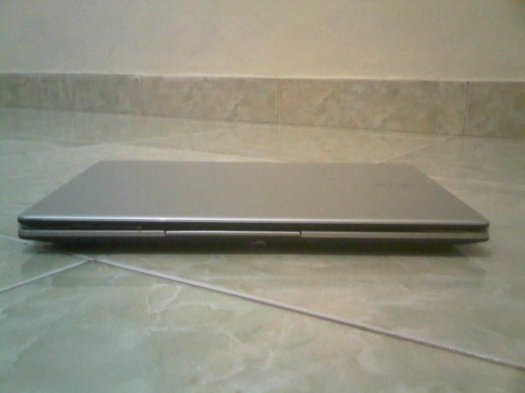 NETBOOK LIKE NEW SLIM RINGAN GAMING ACER V5-123 AMD E1-2100 HDD 500GB PALEMBANG