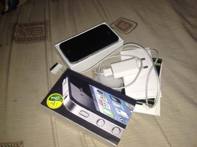 (JUAL CEPAT) i-phone / i phone / iphone 4 - 32 GB masih bergaransi