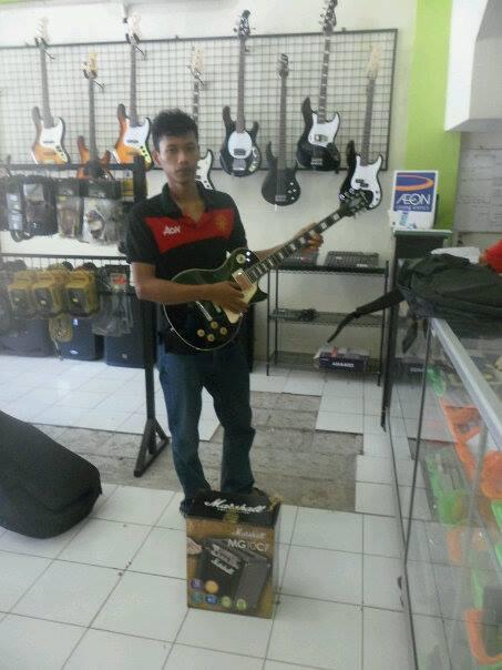 Terjual Jual Ampli Gitar Line 6 Spider IV 15 Dan Spider IV