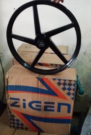 Dijual murah Ban,oli dan velg motor bekas bangkel tutup