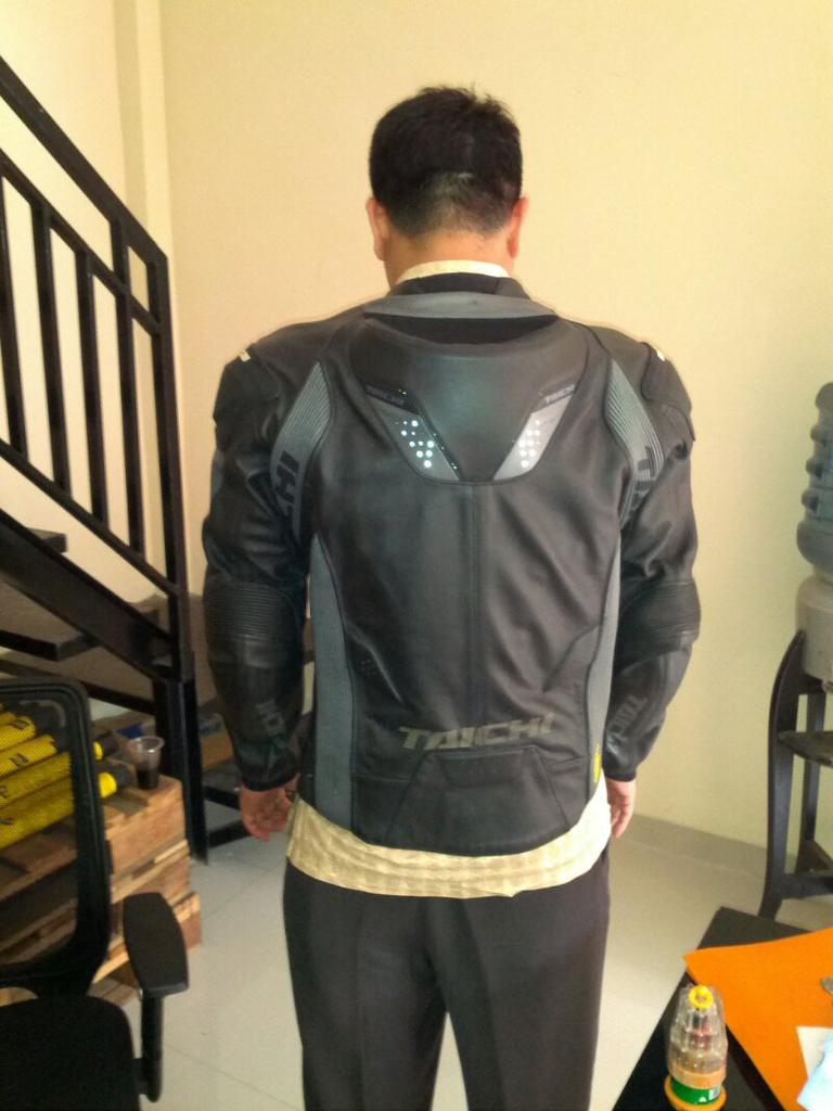 Jaket leather taichi size XL / 50