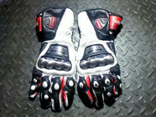 gloves, wearpack dan sepatu puma