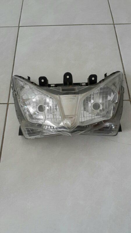 lampu depan n lampu belakang Honda Vario 125 original kondisi mika bolong