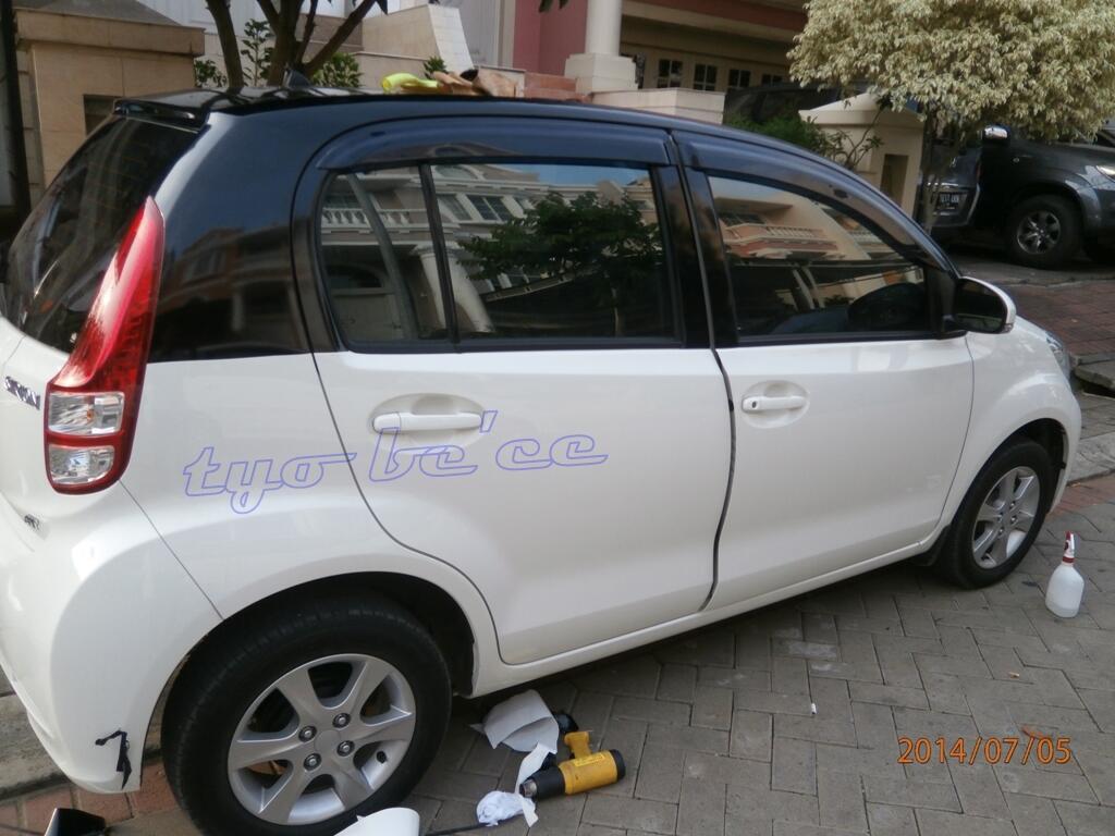 wrapping dan cuting stiker mobil plus jasa pasang (oracal.carbon 3d/4d profix.dll)