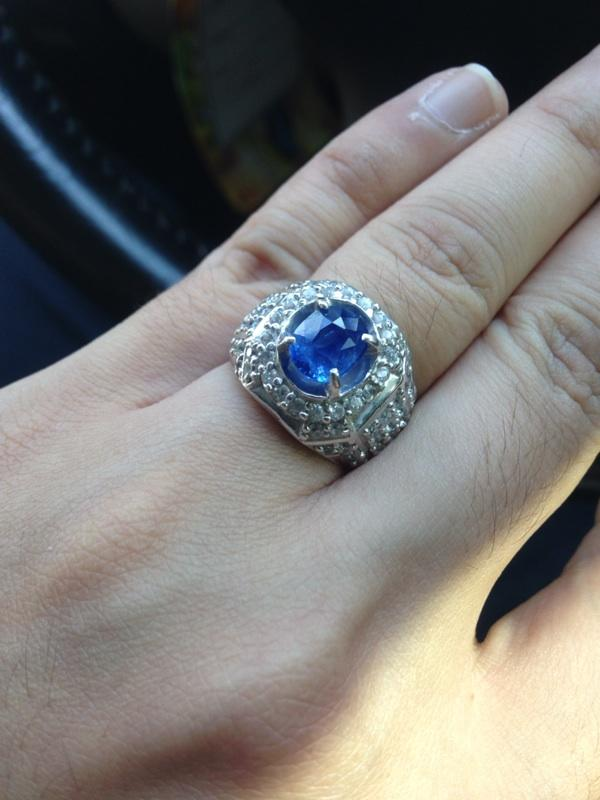 Similar to royal blue sapphire 2,20 cts NO HEAT / NO Treatment