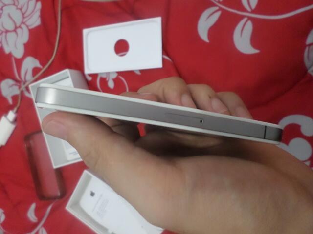 Iphone 4 8gb hanya 1,8 JUTA angkut aja gan
