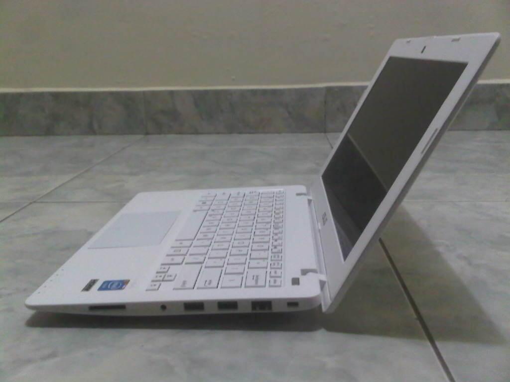 Laptop gaming asus x200ca intel 1007m arna putih lcd 12 in bandung