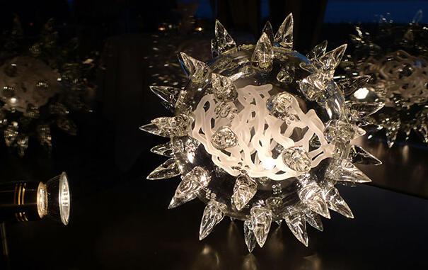 Patung Virus dan Bakteri yang Terbuat dari Kaca oleh Luke Jerram