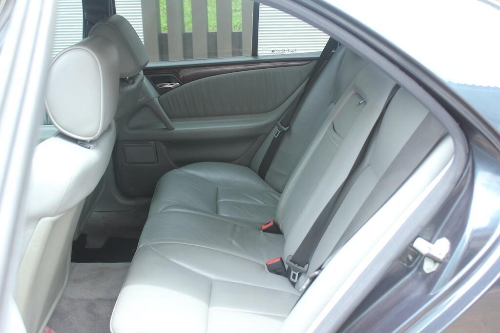 Mercedes Benz W210 New Eyes E230'97 Istimewa