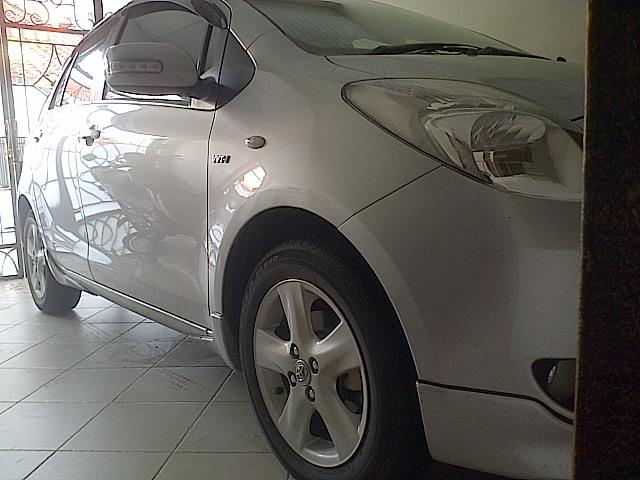 Toyota YARIS Manual Silver type E