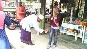 Sanksi Semprotan Cat untuk Wanita Aceh Bercelana Ketat