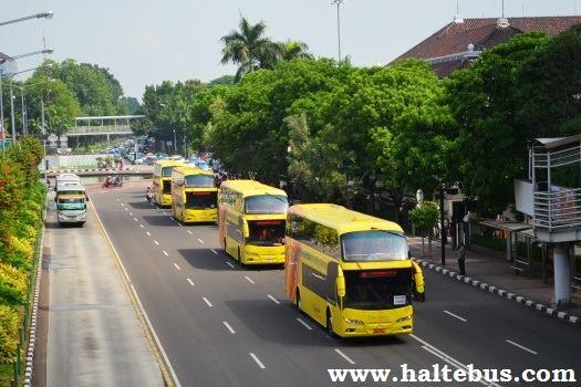 Ahok Terima 5 Bus Tingkat Hibah dari Tahir Foundation