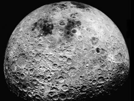 Hal yang terjadi jika kita mengebor bulan dan meloncat ke dalamnya
