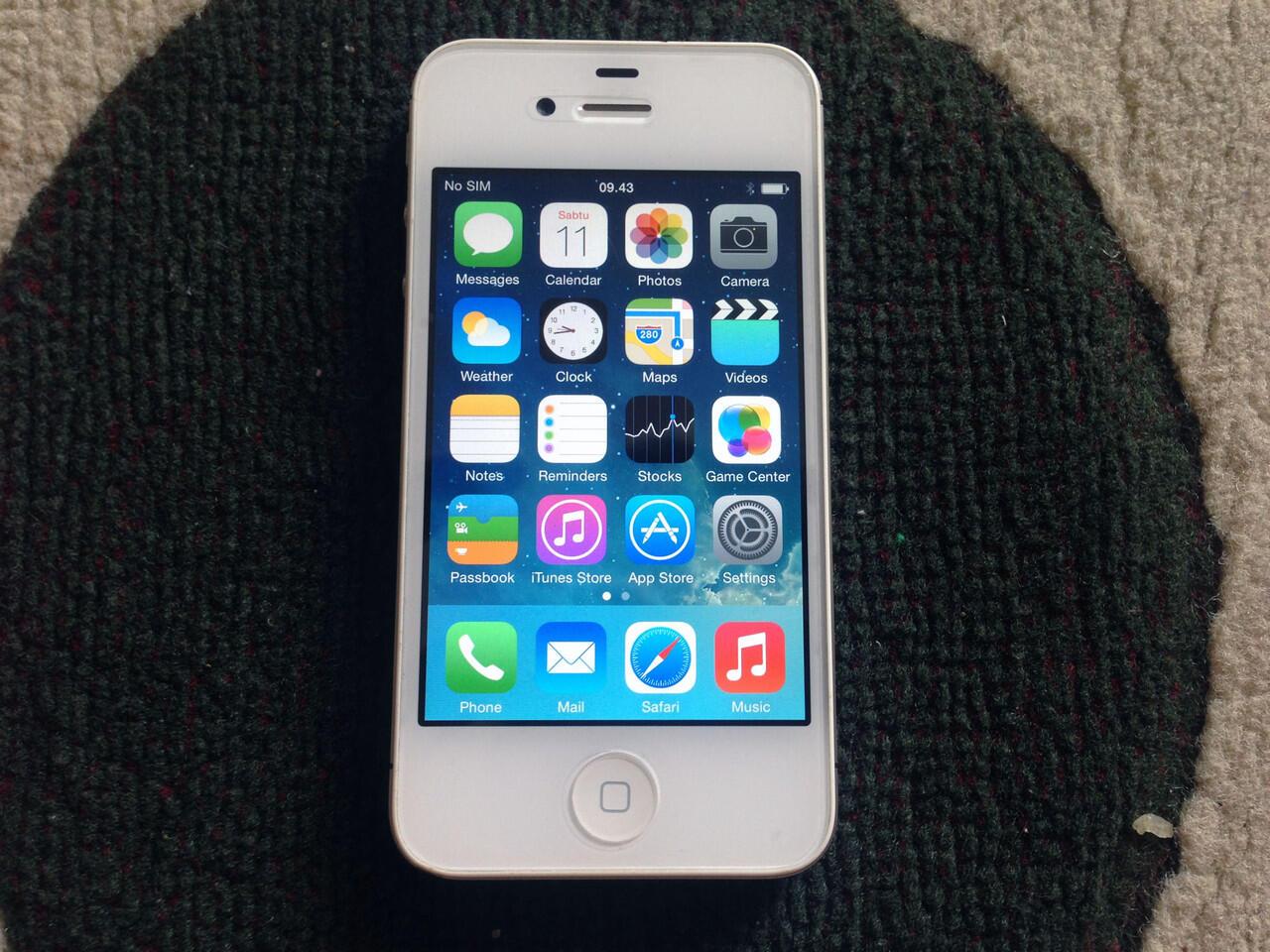 Iphone 4S 32GB White 99% Garansi Distributor BBM