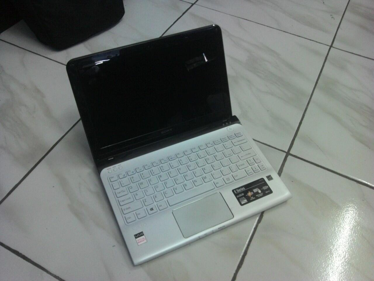 Sony Vaio SVE111B11W AMD E2-1800- 2GB- 320GB- PUTIH